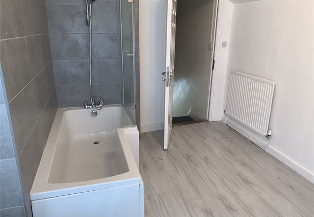 4 bed shared accommodation to rent in De-Breos Street, Brynmill, Swansea SA2