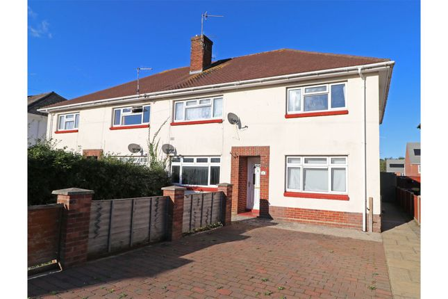2 bed flat for sale in Trinidad Crescent, Poole BH12
