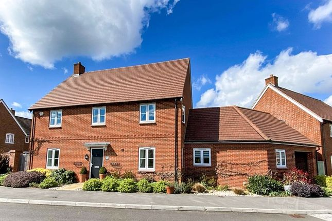 4 bed detached house for sale in Harrow Drive, Headley, Thatcham RG19