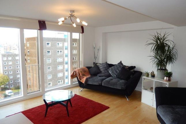 2 bed flat for sale in The Avenue, Leeds