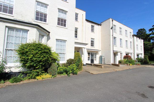 2 bed flat to rent in Harlington Road, Uxbridge