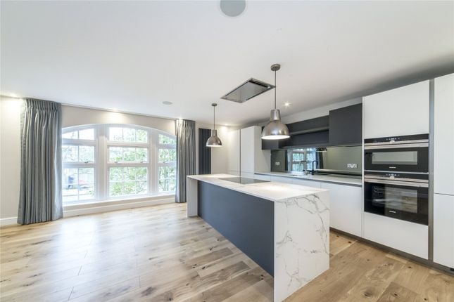Thumbnail Flat to rent in High Park Road, Kew, Richmond, Surrey