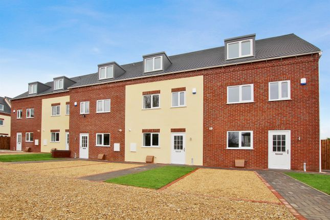 Thumbnail Town house to rent in Evesham Road, Redditch