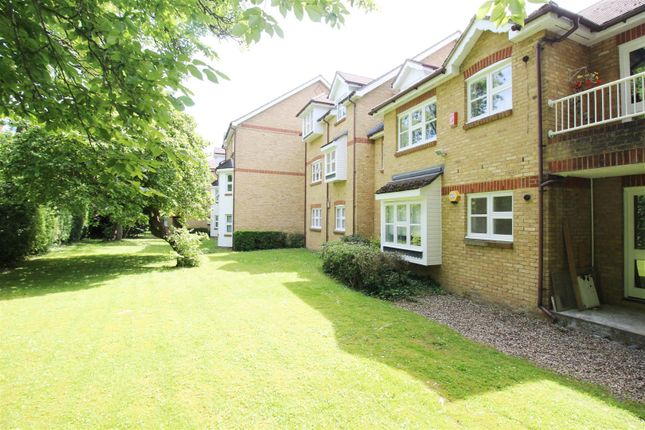 2 bed flat to rent in Sherbourne Place, Stanmore HA7
