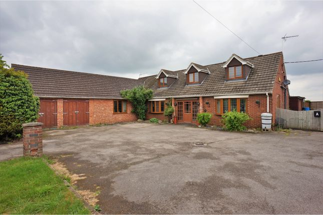 Thumbnail Detached house for sale in Lincoln Road, Saxilby