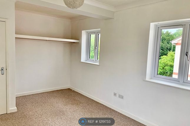 2 bed flat to rent in Walled Meadow, Andover SP10