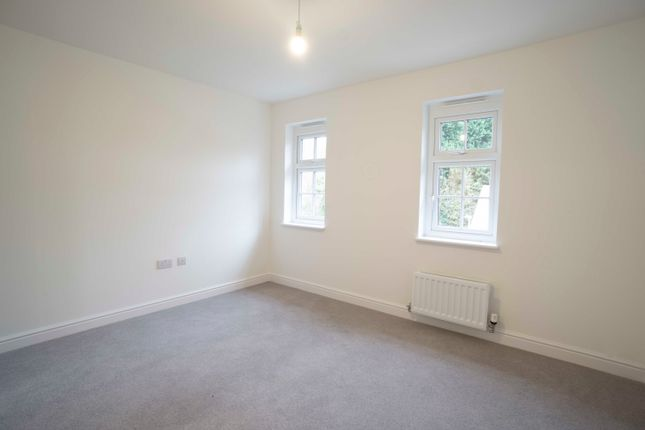 2 bedroom flat for sale in Chaucer Grove, Arborfield Green, Berkshire