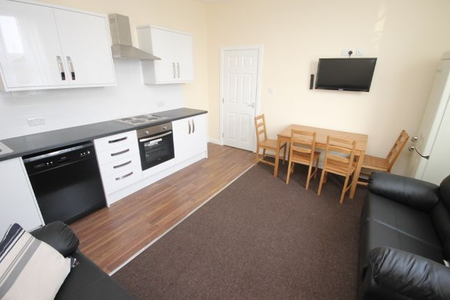 Thumbnail Terraced house to rent in Victoria Court Mews, Victoria Road, Hyde Park, Leeds