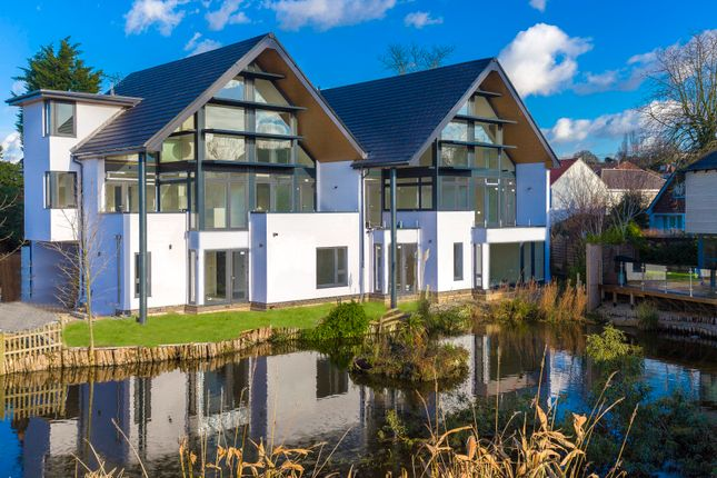Thumbnail Flat for sale in Lakeside, Rayleigh, Essex