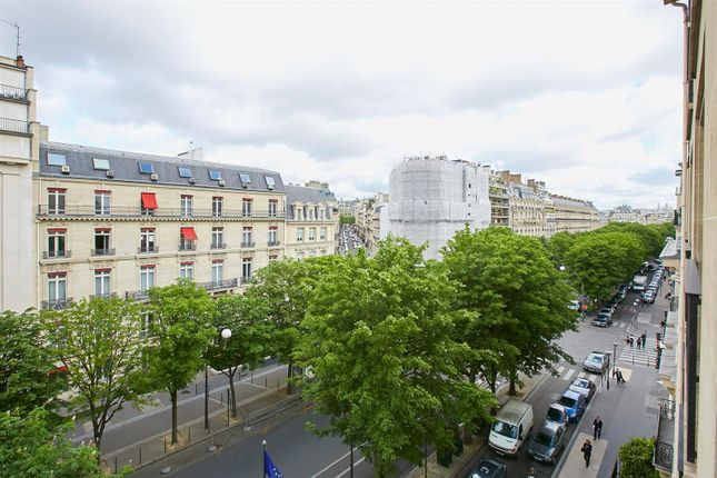 Studio for sale in 75008, Paris, France