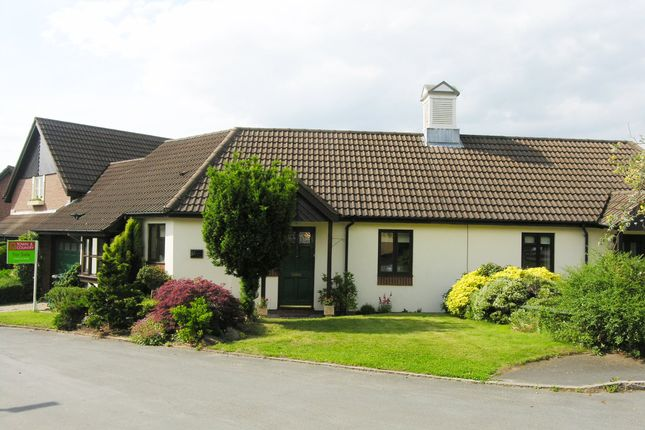 Thumbnail Bungalow for sale in Lower Hall Lane, Clutton, Chester