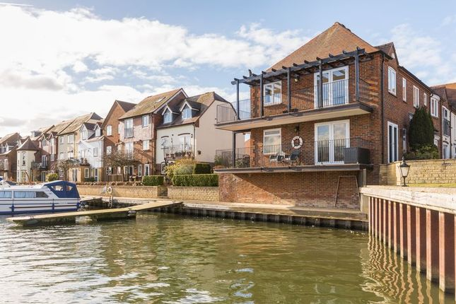 Thumbnail Flat for sale in West Quay, Abingdon