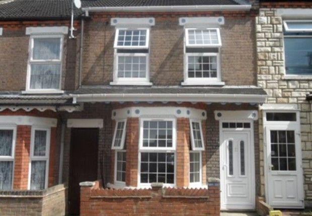 4 bed terraced house for sale in Lyndhurst Road, Luton