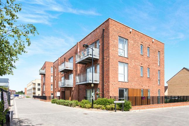 Thumbnail Flat for sale in Kestrel Rise, Trumpington, Cambridge