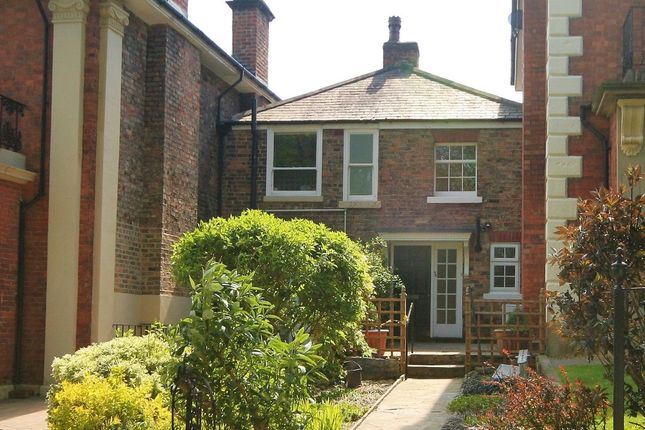 Thumbnail Cottage to rent in The Crescent, Ripon