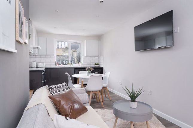 Thumbnail Flat to rent in Westminster House, City Centre, ( 6 Bed )