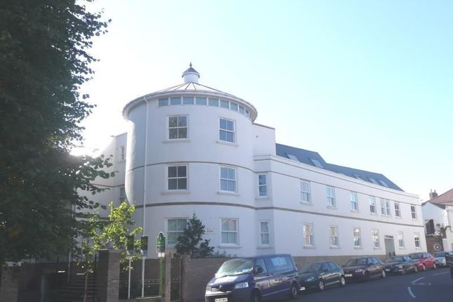 Thumbnail Flat to rent in St. Vincent Road, Southsea