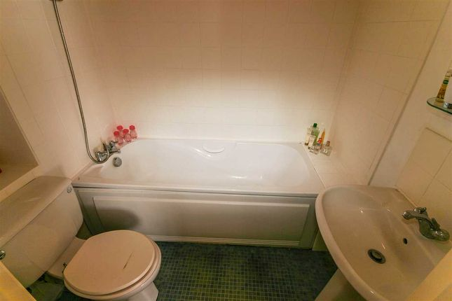 Bathroom of Regents Court, 32 St Edmunds Road, Southampton SO16