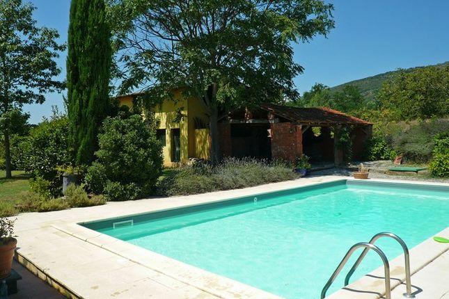 Hosure And Pool of Molino Dello Zoppo Val di Chio, Castiglion Fiorentino, Tuscany