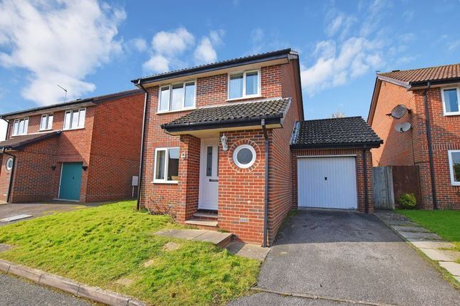 3 bed detached house for sale in Knights Meadow, Uckfield