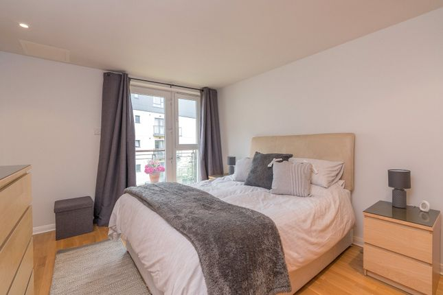 Master Bedroom of Lochrin Place, Edinburgh EH3