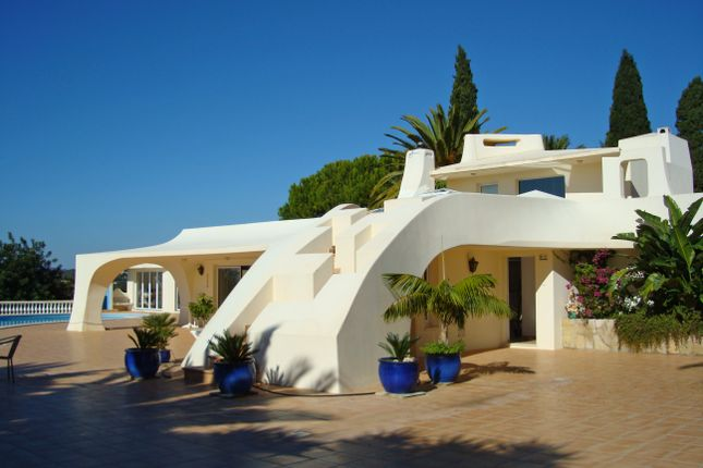4 bed villa for sale in Mexilhoeira Grande, Portimão, Portugal