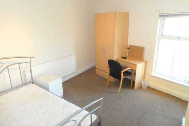 Thumbnail Flat to rent in Wilmslow Road, Fallowfield, Manchester