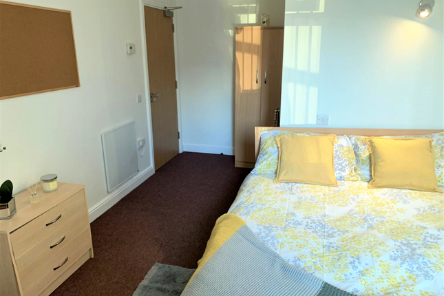 Room to rent in Woolton Road, Liverpool