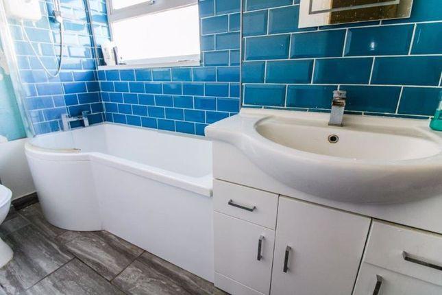 Bathroom of Lakeland Drive, Lowestoft NR32