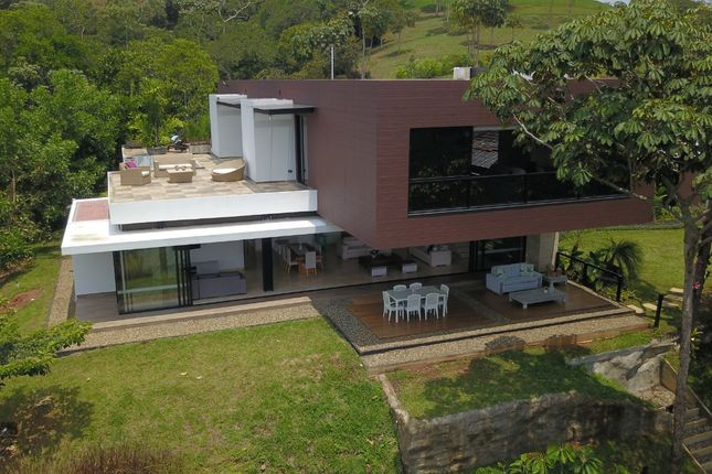 Thumbnail Town house for sale in Av. 9 Nte. #No. 9 – 24 Sector B, Cali, Valle Del Cauca, Colombia