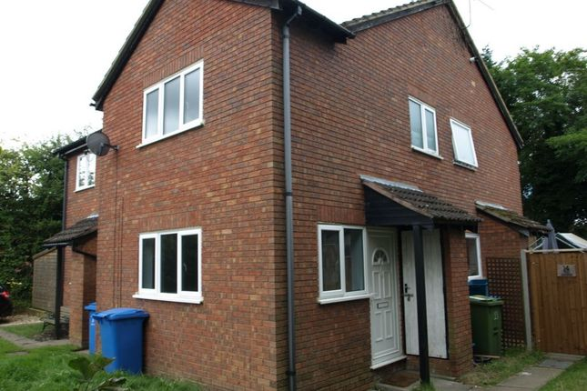 Thumbnail Terraced house to rent in West Glade, Farnborough