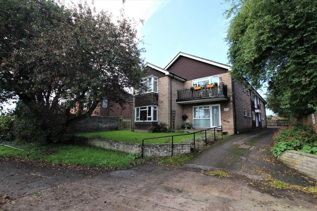 2 bed property to rent in Rectory Road, Tarring, Worthing BN14