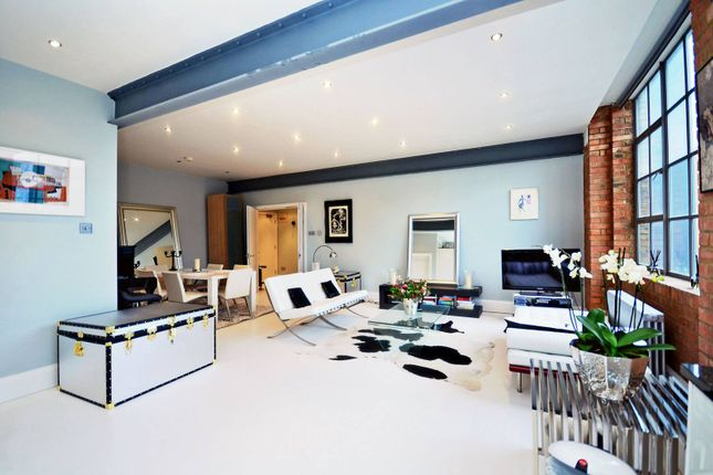 Thumbnail Flat for sale in Shepherdess Place, Islington, London