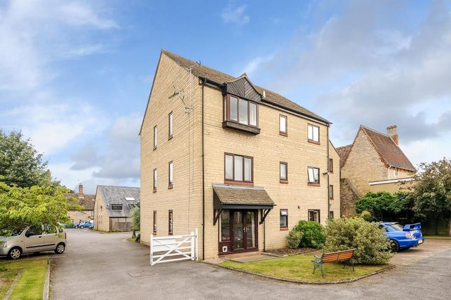 Thumbnail Flat to rent in Witney, Oxfordshire