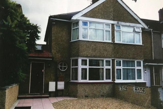 Thumbnail Semi-detached house to rent in Sunningdale Avenue, Feltham