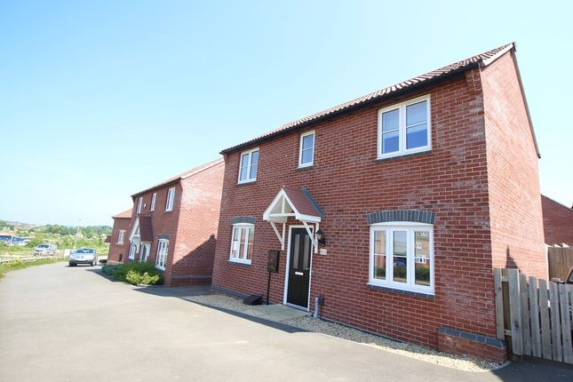 3 bed detached house to rent in Alnwick Way, Grantham