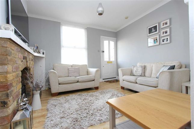 Thumbnail Cottage for sale in Smarts Lane, Loughton, Essex