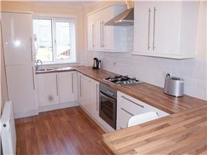 Thumbnail Terraced house to rent in Tambowie Crescent, Milngavie