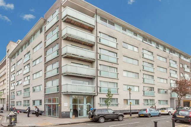 3 bed flat to rent in Paton Close, London