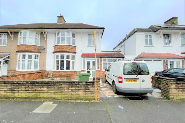 3 bed terraced house to rent in Newquay Road, London SE6