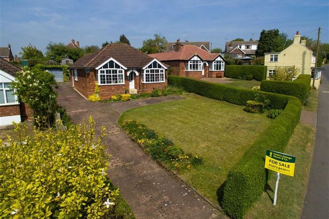 Thumbnail Bungalow for sale in North Kelsey Road, Caistor