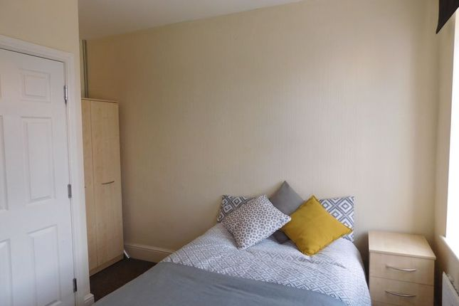 Thumbnail Room to rent in West Hill Drive, Mansfield