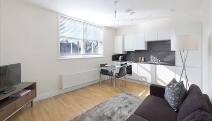 2 bed flat to rent in Hamlet Gardens, Ravenscourt Park