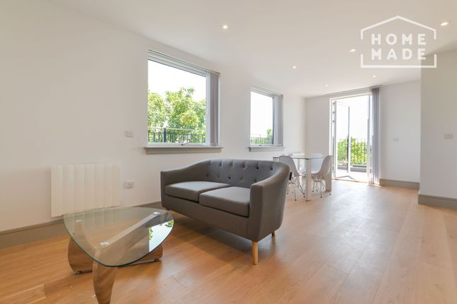 2 bed flat to rent in Coomb House, Isleworth TW7