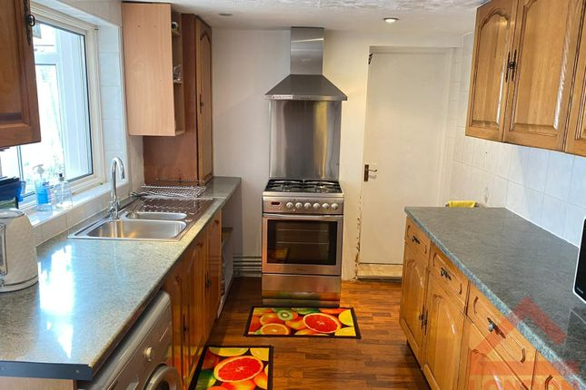Thumbnail Shared accommodation to rent in Cobden Road, London