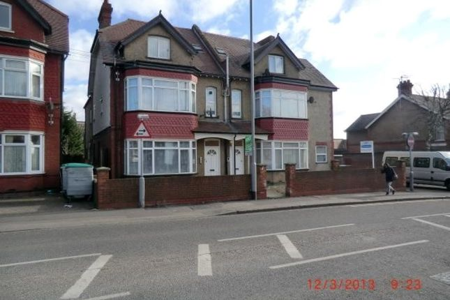 Thumbnail Flat to rent in Dunstable Road, Luton