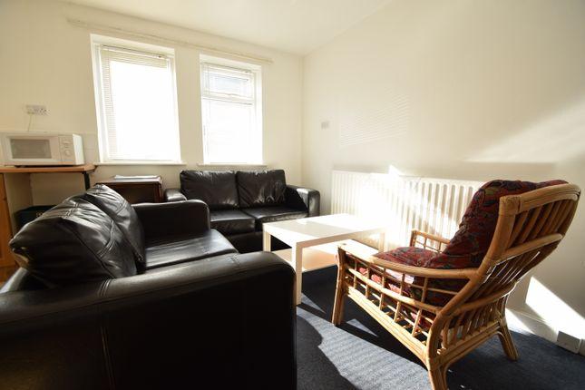 Thumbnail Flat to rent in Stratford Road, Heaton