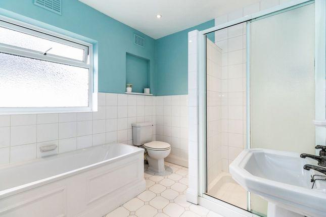 Bathroom of The Newlands, Wallington SM6