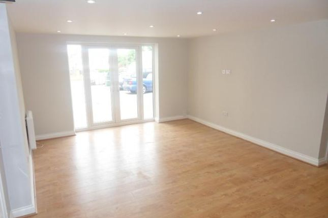 2 bed flat to rent in Santingley Lane, New Crofton, Wakefield WF4