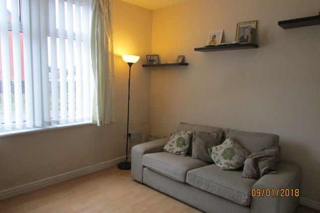 Thumbnail Flat to rent in Corporation Road, Audenshaw
